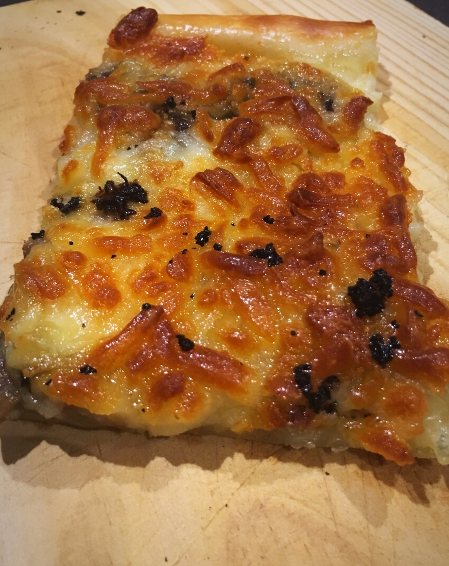 Pizza tartufo e funghi o pizza de setas y trufa